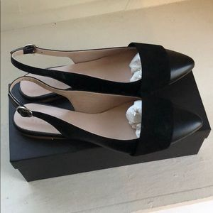 Barneys New York Women/'s Shelly Cap-Toe beige and black Flats Size 8.